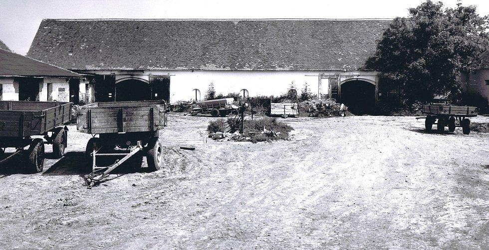 Někdejší život v zaniklé obci Skryje u Dukovan na Třebíčsku na dobových fotografiích. Foto: poskytl Miloš Kudera
