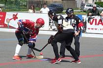 Čtyřnásobný mist z Jihlavy (v červeném) se před čtvrtým zápasem semifinálové série v Přibyslavicích (na snímku) ocitl na pokraji vyřazení.