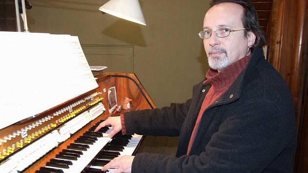 MAREK BUŠ. Kastelán náměšťského zámku každoročně hraje na Nový rok na varhany v třebíčské bazilice.