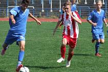 Mladší dorostenci Horáckého fotbalového klubu Třebíč (v červenobílém) měli zápas proti Otrokovicím ve své režii, ale z převahy vytěžili jediný gól, který však na tři body stačil.