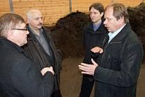 """Vyrobení kompostu ve speciálních uzavřených kontejnerech trvá 48 hodin. """"Speciální fermentory na gastroodpad jsou schopny zpracovat i odpad z menších masných firem či jatek,""""upozornil projektant Miroslav Hůrka."""