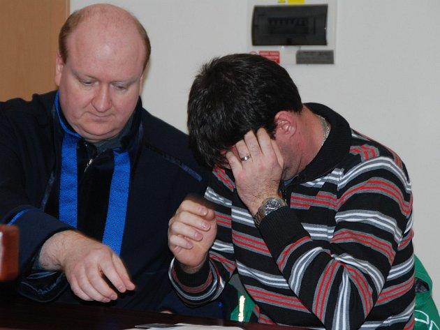 U soudního líčení Matějka, sedící vedle svého obhájce, ukrýval tvář před fotoaparáty novinářů. Po skončení jednání před novináři prchl z budovy třebíčského soudu do blízkého objektu nemocnice, kde se ukryl.