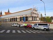 Staveniště v Třebíči, kde celníci odhalili nelegální pracovníky.