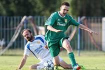 Velký Beranov (v bílém) vyhrál finále krajského fotbalového poháru nad Rapoticemi (na snímku) po penaltovém rozstřelu.