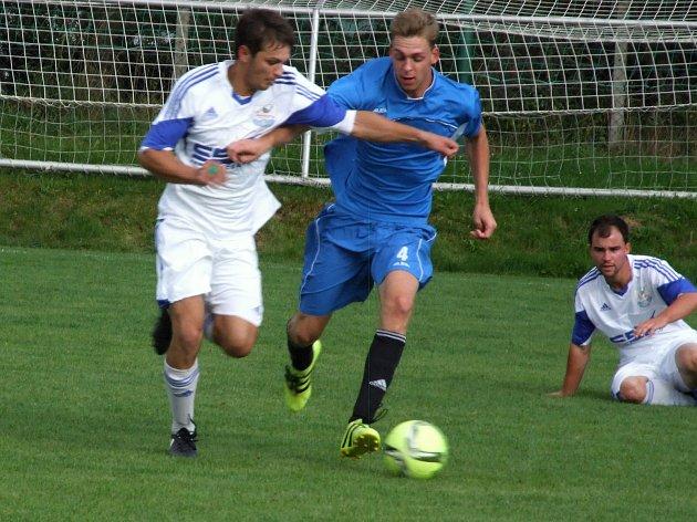 Zápas letošního nováčka I. B třídy ze Starče (v modrém) s loňským z Hartvíkovic rozhodl jediný gól.