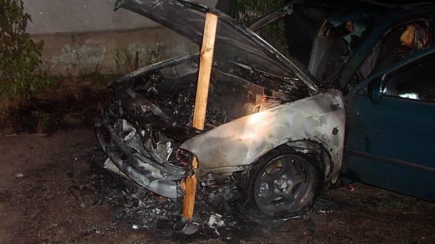 Ve Vladislavi hořelo auto.