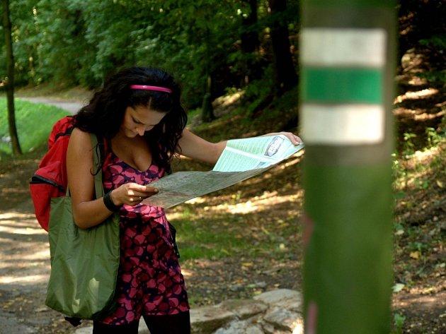 Turisty na cestách provádí ve světě ojedinělý systém značek.