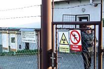Státní podnik DIAMO jako správce lokality dolu u Pucova stále zajišťuje čištění důlních vod. Vyvěrají na povrch a vtékají zbavené železa a manganu do potoka Jasinka. Letos DIAMO provede nový vrt blíž Jasenici a natáhne k němu nové potrubí.