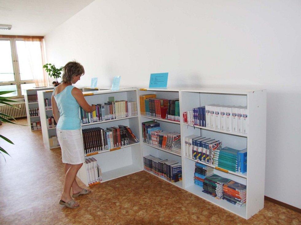 Soukromá Západomoravská vysoká škola (ZMVŠ) v Třebíči má vlastní knihovnu.
