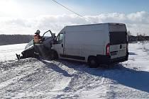 Na silnici u Jinošova na Třebíčsku se srazily dvě dodávky.