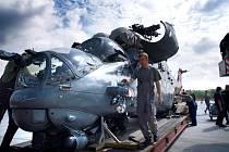Na vrtulník Tygří letky, který už nelétá, čeká piedestal nedaleko vjezdu do areálu. Tento symbol nově příchozích pilotů bojových vrtulníků Mi–24, takzvané Tygří letky, je vyzdobený obří podobiznou tygra.