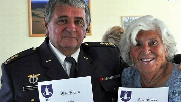 Oldřich Pelčák se svou matkou Jarmilou Jurečkovou se stali v sobotu 24. září  čestnými občany obce Cidlina. Bývalý kosmonaut–kandidát tam se svou matkou chalupaří.