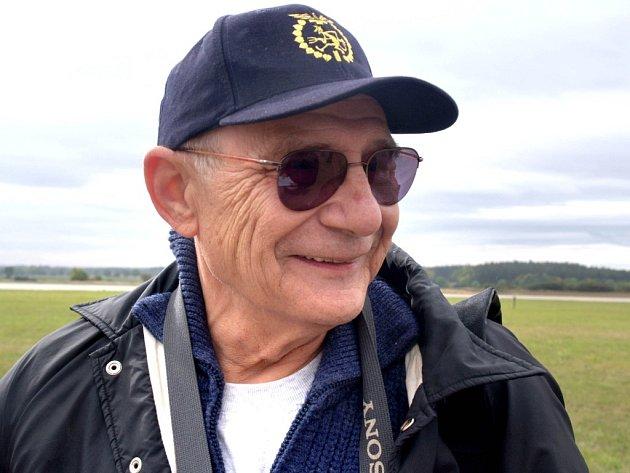KANADSKÝ DŮCHODCE JAROSLAV MÍLEK. Prošel si trnitou životní cestou. Dnes je z něj spokojený penzista, který si užívá vnoučata, cestování  i pilotování několika typů letadel.