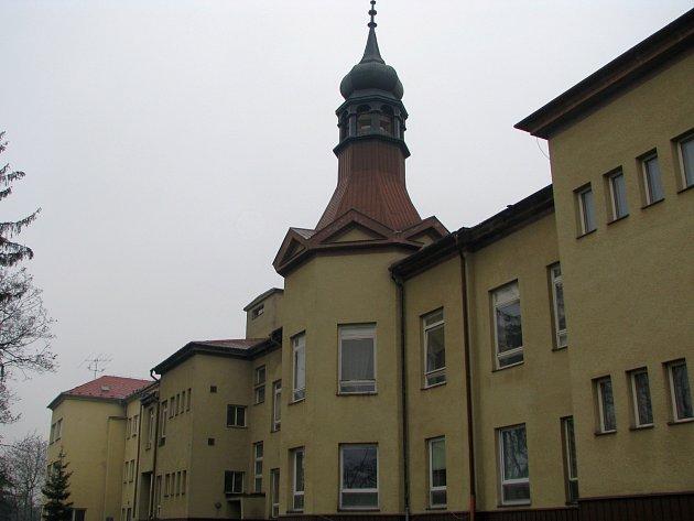 Potomek třebíčského stavitele Herzána usiluje o záchranu věže v nemocnici.