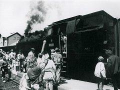 Na třebíčské nádraží přijel vlak tažený parní lokomotivou. Trať Zastávka u Brna - Třebíč - Okříšky slavila 125 let.