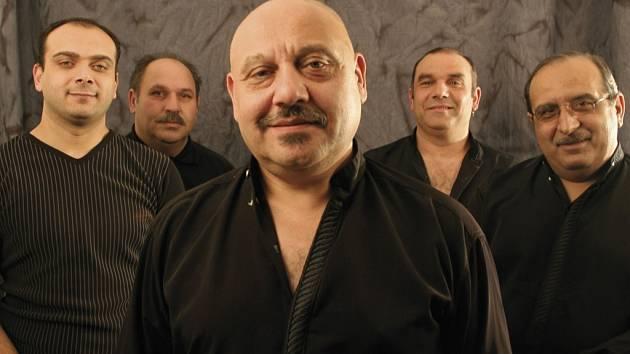 Nejslavnější romská kapela Kale vystoupí v pátek večer na nádvoří dalešického pivovaru na Třebíčsku.