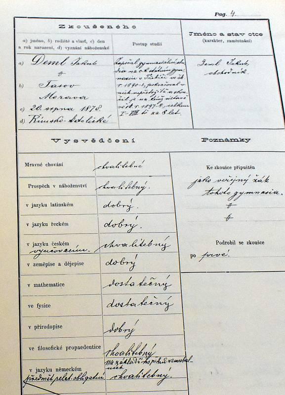 Jedním ze slavných absolventů třebíčského gymnázia byl katolický básník Jakub Deml. Jak je patrné z jeho vysvědčení, mezi premianty rozhodně nepatřil.