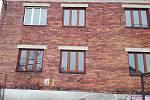 Demolici domu se sociálními byty chystá třebíčská radnice v Alšově ulici v Borovině. Stavební parcelu o rozloze přibližně 1100 metrů čtverečních pak město prodá v aukci.
