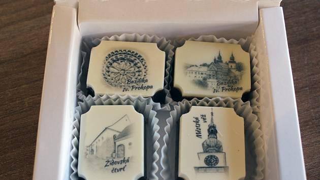 Čokoládové pralinky se symbolikou třebíčských památek.