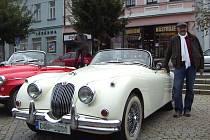 Miroslav Juránek z Třebíče vlastní obdivuhodný vůz Jaguar XK 150.