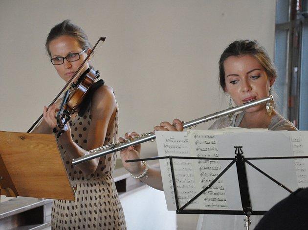 Johana Obršlíková (vlevo)
