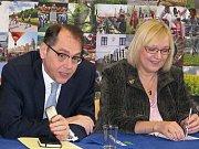 Na návštěvu Gymnázia Třebíč ve čtvrtek zavítal velvyslanec Francouzské republiky v Praze Jeho Excelence Roland Galhargue.