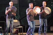 Folkové prázdniny v Náměšti nad Oslavou začaly strhujícím koncertem francouzských Lo Cor De La Plana.