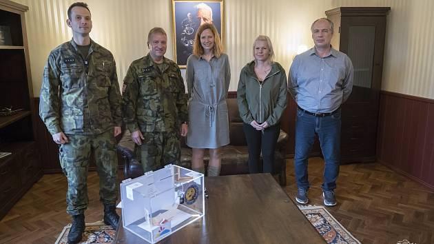Kasička Nadace pro transplantace kostní dřeně je součástí vojenského cvičení
