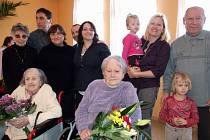 Obě ženy z myslibořického domova slavily své více než stoleté narozeniny velkolepě spolu s příbuznými, pečovatelkami a dalšími obyvateli domova.