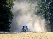 Sucho v posledních letech trápí především zemědělce.