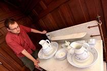 Toaletní předměty z depozitáře zámku od 18. po 20. století, předměty z bronzu, keramiky a porcelánu, noční stolky s toaletou, mycí stolky, ale také vodní baterie z doby první republiky. To vše lze obdivovat na zámku v Náměšti nad Oslavou.
