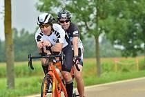 Ondra Zmeškal se svým spolujezdcem na závodě Iron Mann v Německu.