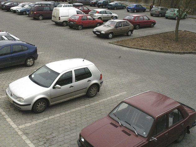 Plánované parkoviště se školce nelíbí.