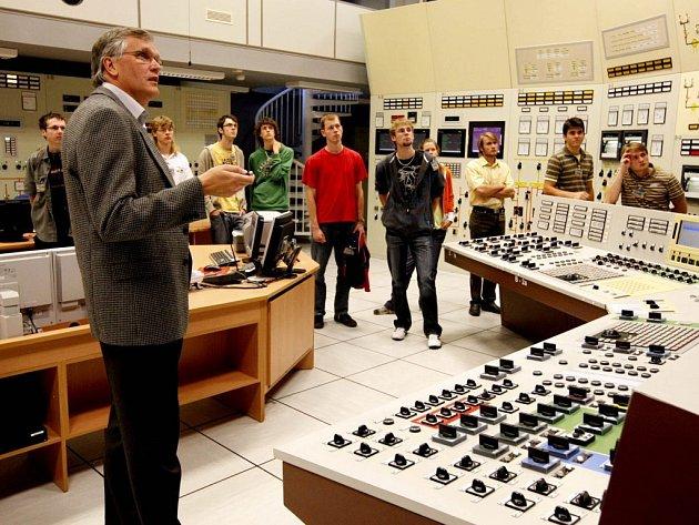 Jadernou maturitu skládají v dukovanském atomovém zařízení středoškoláci z Vysočiny a Jihomoravského kraje.