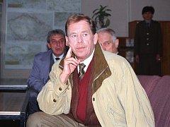 V únoru 1995 prezident Václav Havel navštívil Třebíčsko. Zavítal mimo jiné na vojenské letiště v Náměšti nad Oslavou.
