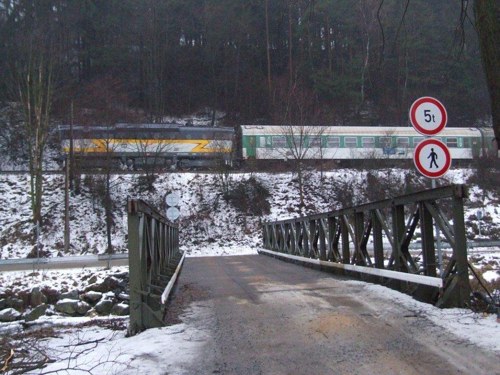 Provizorní most v Číchově.