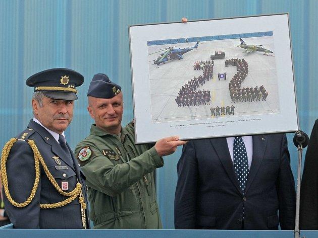 Na slavnostním nástupu 22. základny letectva v Sedleci u Náměště nad Oslavou předal velitel Společných sil  Armády České republiky (AČR) základnu do podřízenosti velitele Vzdušných  sil AČR plukovníka Libora Štefánika.