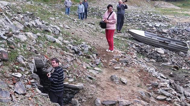 Kvůli dlouhodobě trvajícímu suchu hladina Vranovské přehrady klesla natolik, že se odkryly základy starého Bítova, který byl zatopen při budování tohoto vodního díla ve 30. létech minulého století.