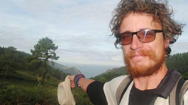 """1. Procestoval už 50 zemí světa, s kamarády organizuje půlmaraton a nemá problém vydat se pěšky z domova až na mořská pobřeží. To všechno platí o třebíčském rodákovi, šestatřicetiletém Ondřeji Herzánovi. """"Jsem šťastný, kdykoli můžu poznávat a objevovat. C"""