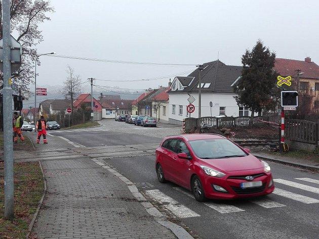 Vozidla přes přejezd v ulici Sv. Čecha neprojedou do středy 30. listopadu do 20 hodin.