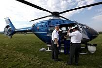 Rozsáhlý zátah uskutečnila v úterý dopravní policie na Třebíčsku. Vydatně jí při tom asistoval – úplně poprvé – i speciálně vybavený policejní vrtulník.
