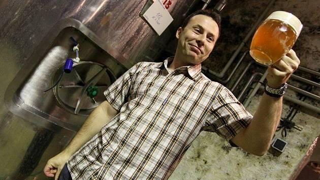Miliony litrů piva z malých pivovarů čekají na své zákazníky. Z toho statisíce litrů jsou na Vysočině. Majitelům malých pivovarů hrozí krach, pokud by krize měla trvat příliš dlouho.