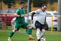 Svoji druhou účast ve finále krajského poháru by už fotbalisté Rapotic (v zeleném) rádi proměnili ve vítězný triumf.
