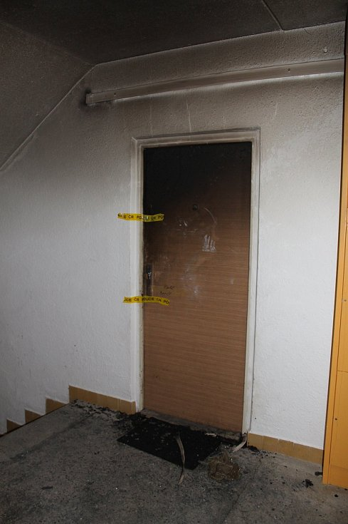 Ve třetím patře paneláku v ulici Zahraničního odboje v Třebíči Borovině došlo 26. února k tragickému požáru.