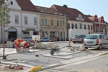 Parkoviště na moravskobudějovickém náměstí je zavřené kvůli rekonstrukci.