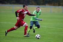 V úvodním kole nového ročníku krajského přeboru si fotbalisté béčka Velkého Meziříčí (v červeném) odvezli ze hřiště Náměšti (v zeleném) všechny tři body.