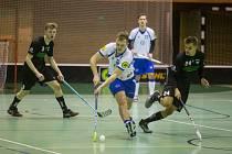 Florbalisté Třebíče (v bílých dresech) odstartovali nový ročník Národní ligy těsnou porážkou 4:5 na půdě Hranic.