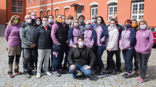 FOTO: V Třebíči vznikají nové plicní ventilátory, na něž lidé vybrali 15 milionů
