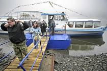 Na Nový rok vyjela na svoji vůbec první vyjížďku po Dalešické přehradě loď Horácko. Projížďku z Kramolína k Wilsonově skále a zpět absolvovalo na padesát cestujících.