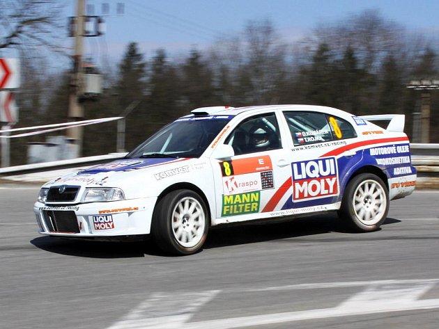 Okříšský jezdec David Komárek se za závodní volant dostane jen zřídka. Se čtvrtým místem v absolutním pořadí byl navýsost spokojený.